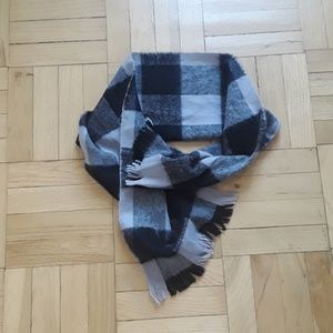 Scarf. Gray and Black checkers